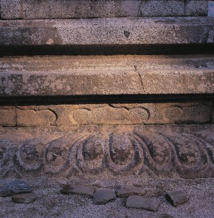 하층기단의 복련석과 면석