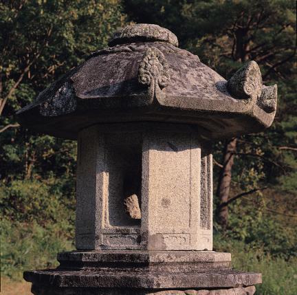 석등의 화사석과 옥개석
