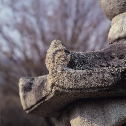 석등 옥개석 전각부의 귀꽃장식