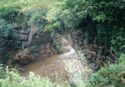 육송정 홍교 홍예부분 (하류쪽)