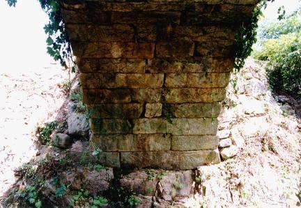 홍예와 기초부분(동쪽)
