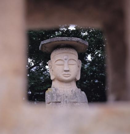석조여래입상 얼굴 부분