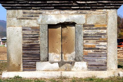 제천장락리칠층모전석탑감실