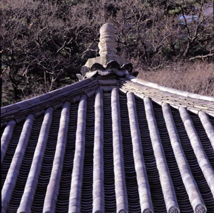 법주사 원통보전 사모지붕 상부 절병통