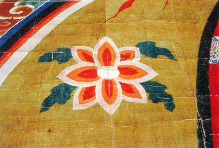 몸광배 안의 꽃무늬