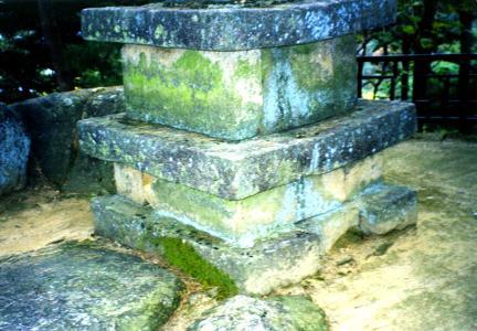 서북쪽에서 본 기단부(동탑)