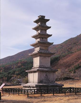 보령 성주사지 오층석탑 우측면 사진