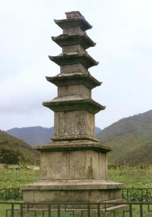 성주사지오층석탑 좌측면 사진