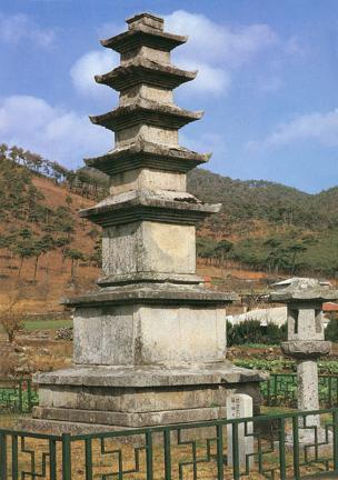 성주사지오층석탑 측면 사진