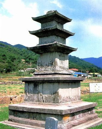 성주사지중앙삼층석탑