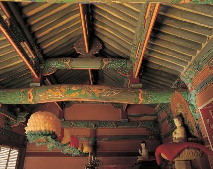 장곡사 상대웅전 내부 가구와 연등 천장