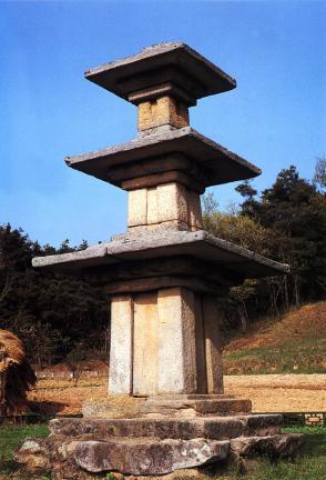 부여장하리삼층석탑