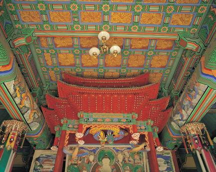 홍성 고산사 대웅전 내부 닫집 및 천장