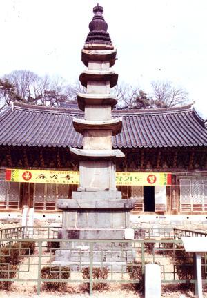 공주 마곡사 오층석탑(정면)