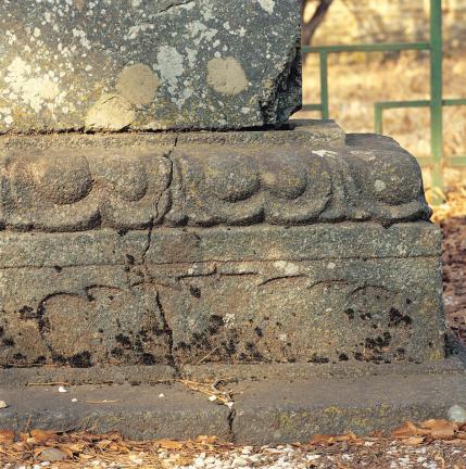 탑비 받침돌의 연꽃 무늬와 안상