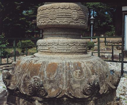 석등 하대석 복련과 중대 북 모양 간석