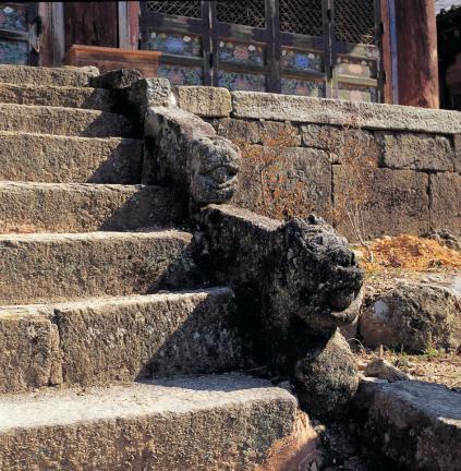 흥국사 대웅전 계단