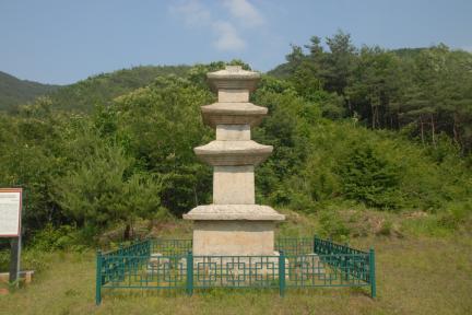 구례논곡리삼층석탑 전경