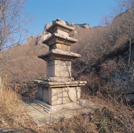 울출산 용암사지삼층석탑