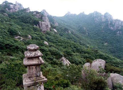 월출산용암사지삼층석탑전경