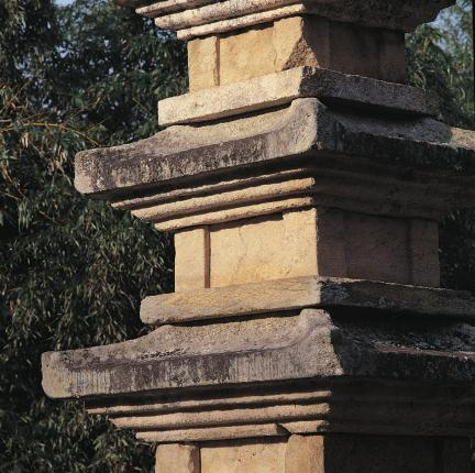 탑신석 및 옥개석 세부