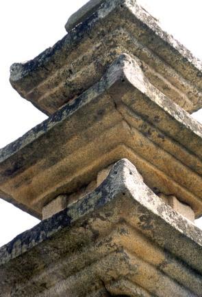 곡성가곡리오층석탑(옥개받침과풍경공)