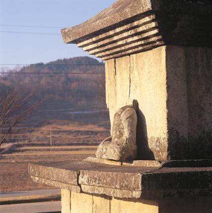 1층탑신 및 석불좌상