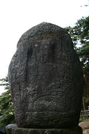 경주 남산 미륵곡 석조여래좌상 뒷면