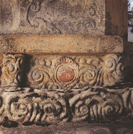 기단부 하대석 상단(구름과 용무늬)