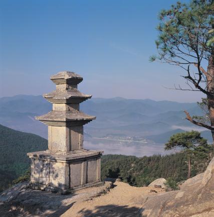 경주 남산용장사곡삼층석탑