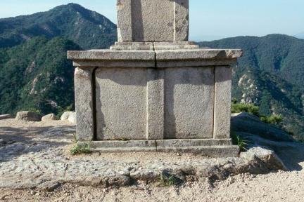 경주남산용장사곡삼층석탑(기단부)