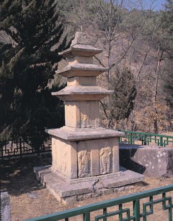 의성 관덕리 삼층석탑