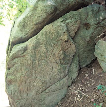 바위 남면 삼존불상 왼쪽편의 나한상