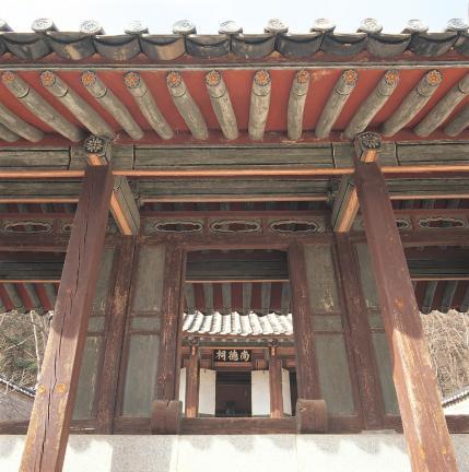 도산서원 상덕사 정문에서 본 사당