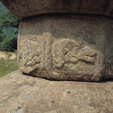 묘탑 대좌 중대석의 조각상