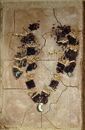 천마총 목걸이(天馬塚 頸胸飾)