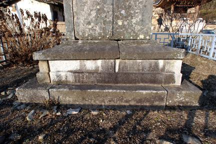 영천 화남리 삼층석탑 1층기단석
