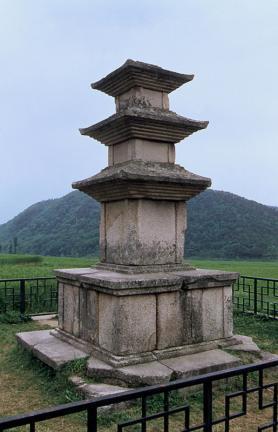 경주 용명리 삼층석탑