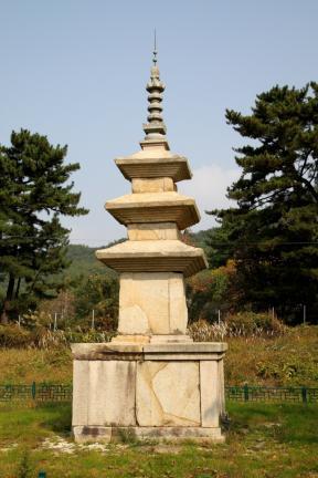 경주 남산 천룡사지 삼층석탑