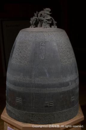 사인비구 제작 동종-통도사 동종(思印比丘製作 銅鍾-通度寺 銅鍾) 측면 사진