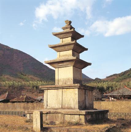 산청 단속사지 동 삼층석탑