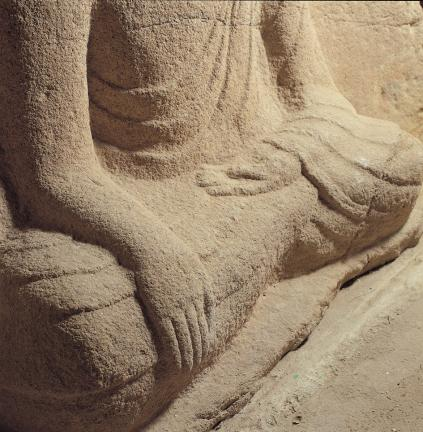 석불좌상 하반신 양 무릎과 손 모양