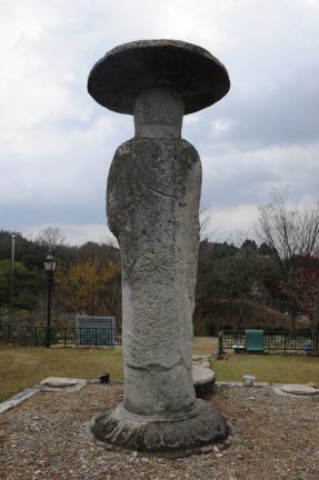 거창 양평리 석조여래입상(촬영:문화재청)