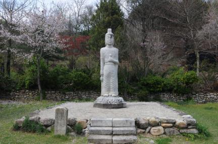 거창 상림리 석조보살입상(촬영:문화재청)