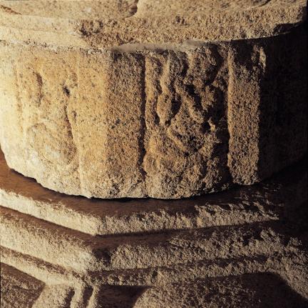 여래좌상 대좌 중대석의 조각상