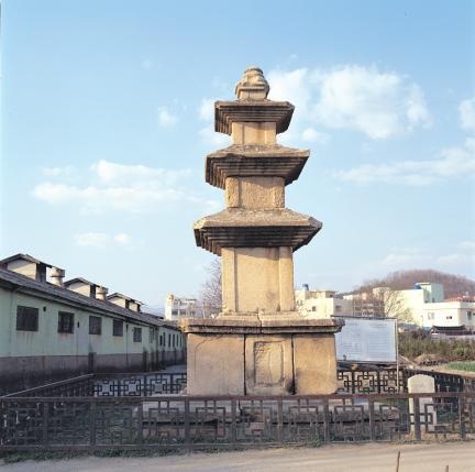 술정리 서삼층석탑