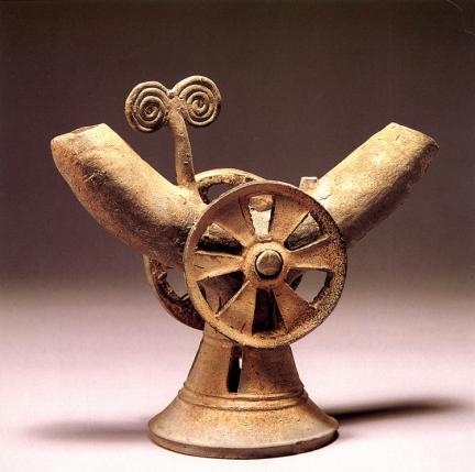 도기 바퀴장식 뿔잔(陶器 車輪飾 角杯)