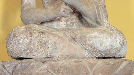 석불좌상 다리 부분(결가부좌)