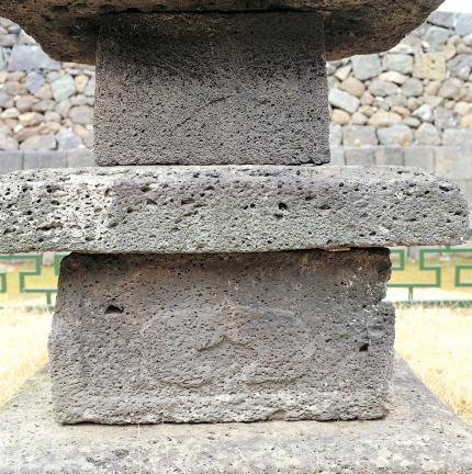 초층탑신 및 기단 면석의 무늬곽