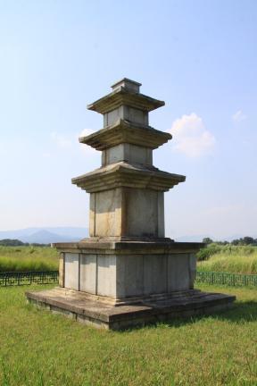 경주 미탄사지 삼층석탑 동북측방향